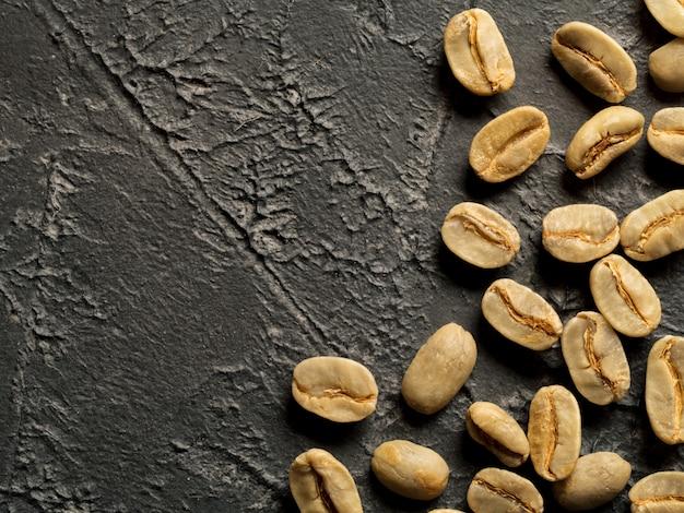 Vue de dessus des grains de café verts