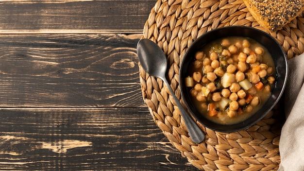 Vue de dessus les haricots dans un bol