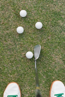 Vue de dessus homme jouant au golf