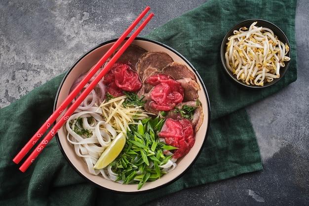 Vue de dessus hot pot traditionnel vietnamien