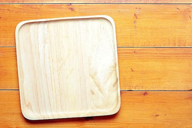 Vue de dessus image de plateau vide placé sur une table en bois, avec espace copie