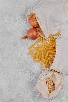 Vue de dessus des ingrédients alimentaires du garde-manger