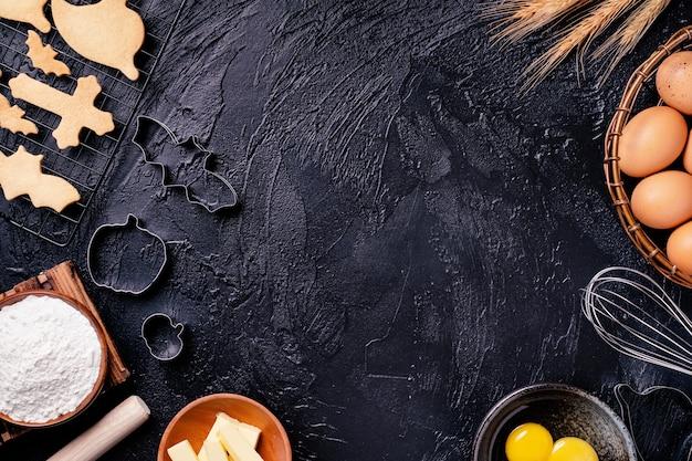 Vue de dessus des ingrédients de cookie, concept de faire des desserts d'halloween