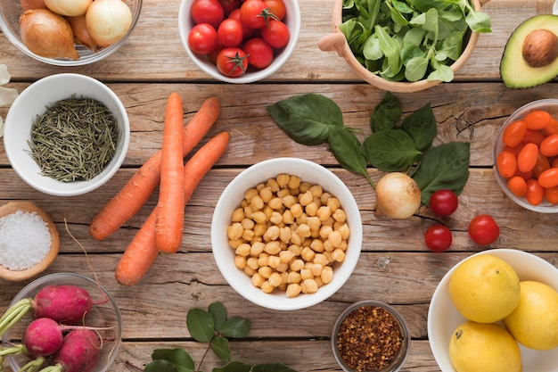 Vue de dessus des ingrédients et des légumes