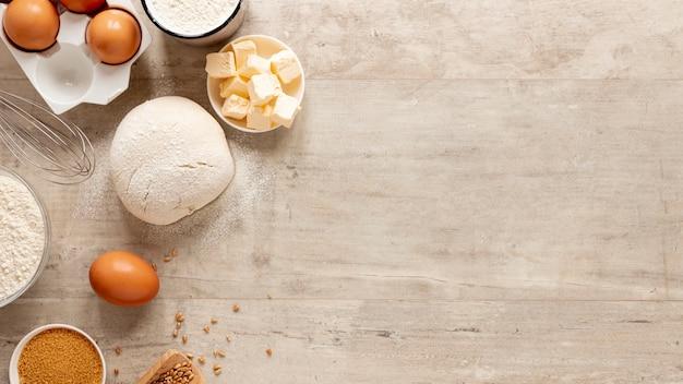 Vue de dessus des ingrédients de la pâte avec espace de copie