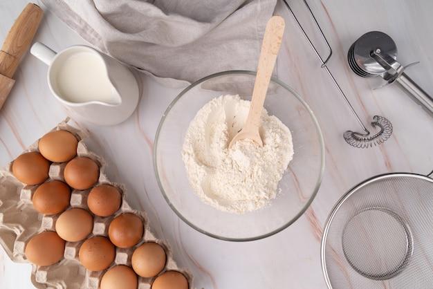 Vue de dessus des ingrédients de pâtes et la fabrication de
