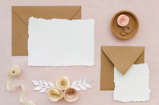 Vue de dessus d'invitation de mariage élégant
