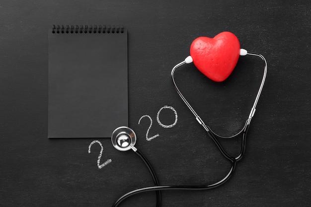 Vue de dessus journée mondiale du cœur avec stéthoscope