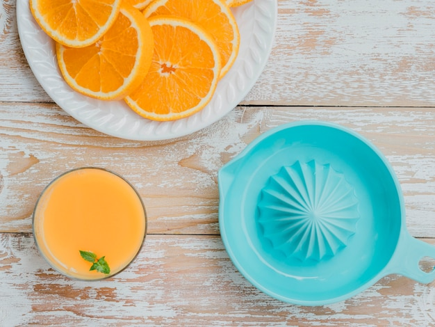 Vue de dessus jus d'orange frais fait à la maison
