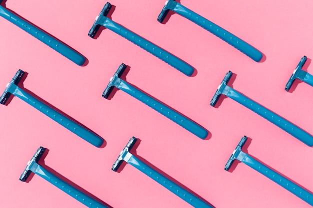 Vue de dessus lames de rasoir jetables à usage unique uniquement bleues
