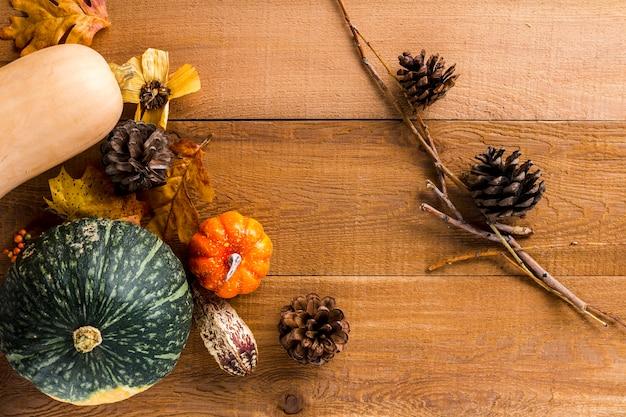 Vue de dessus des légumes d'automne dans un coin