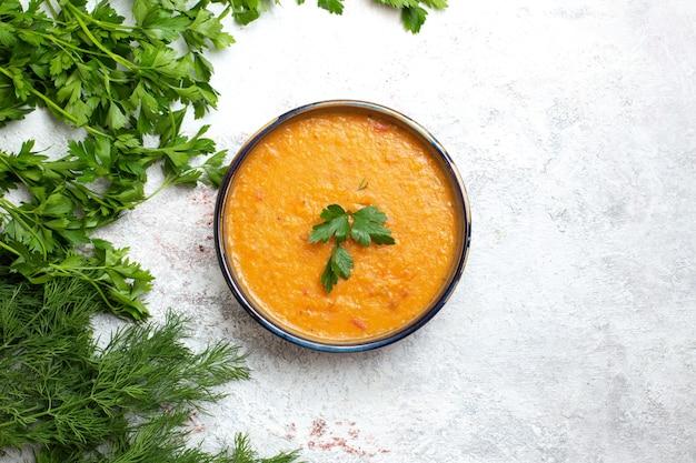 Vue de dessus des légumes frais avec une soupe de haricots appelée merci nourriture de repas de produit vert surface blanche