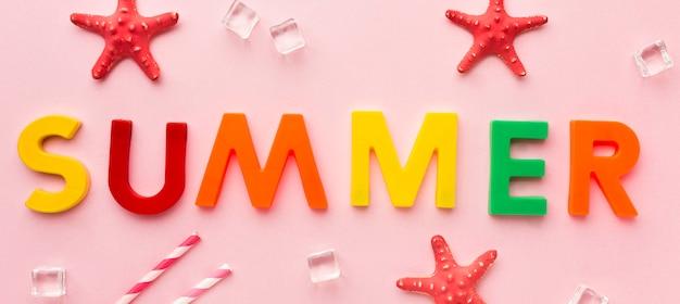 Vue de dessus lettrage d'été avec étoile de mer