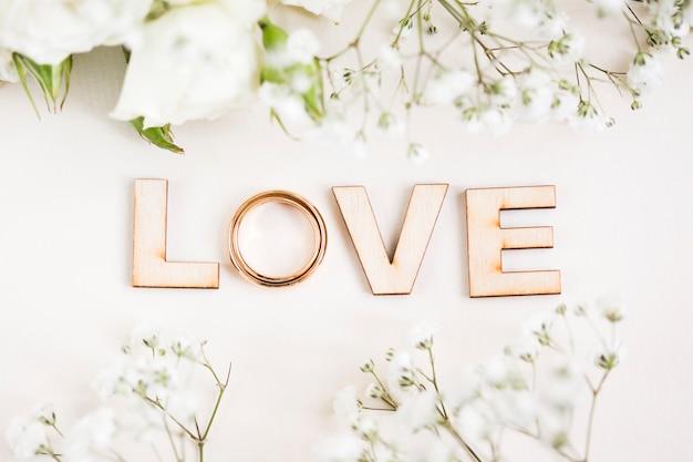 Vue de dessus des lettres d'amour
