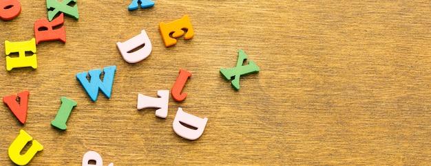 Vue de dessus des lettres avec espace copie