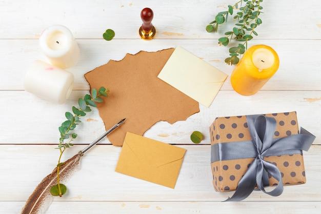 Vue de dessus de la liste des tâches pour le nouvel an, concept de noël écrit sur fond en bois