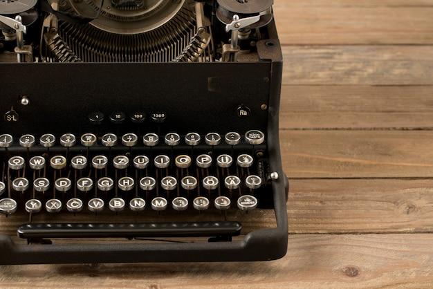 Vue de dessus de la machine à écrire de style rétro