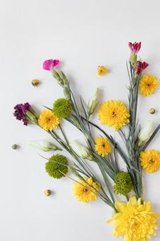 Vue de dessus d'un magnifique arrangement de fleurs