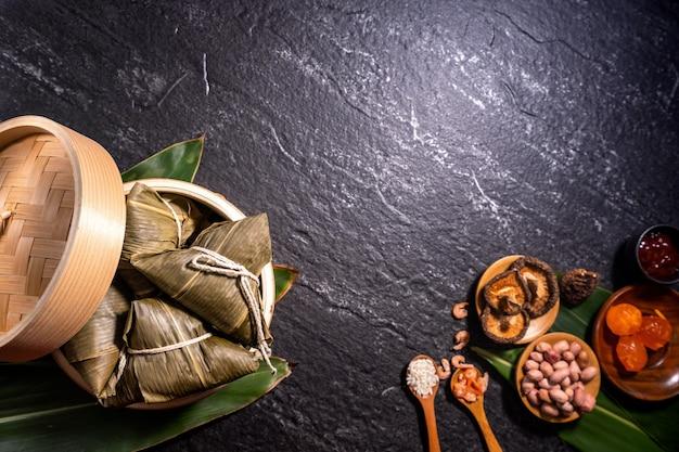 Vue de dessus de la maison chinoise asiatique zongzi - boulette de riz nourriture pour dragon boat festival