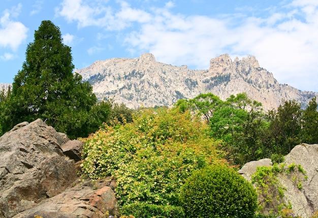 Vue de dessus de la montagne spring aj-petri (crimée, ukraine)