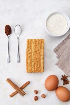 Vue de dessus d'un morceau d'ingrédients de gâteau pour la cuisson du gâteau