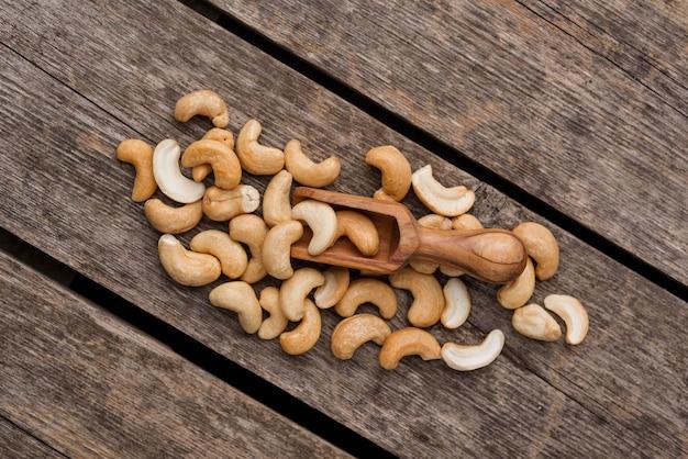 Vue de dessus de noix de cajou crues en bonne santé
