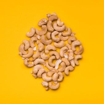 Vue de dessus de la noix de cajou en forme de losange