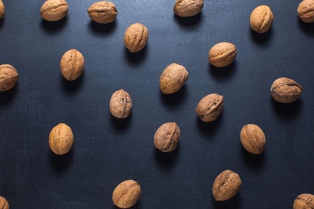 Vue de dessus des noix sur la table