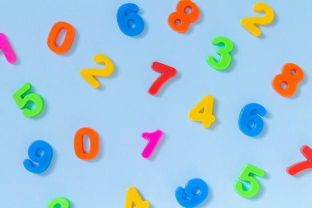 Vue de dessus des nombres colorés