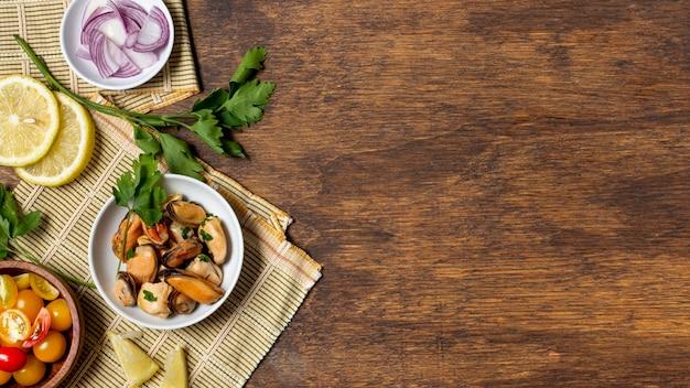 Vue de dessus de la nourriture gastronomique avec espace copie