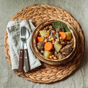 Vue de dessus de la nourriture juive dans un bol