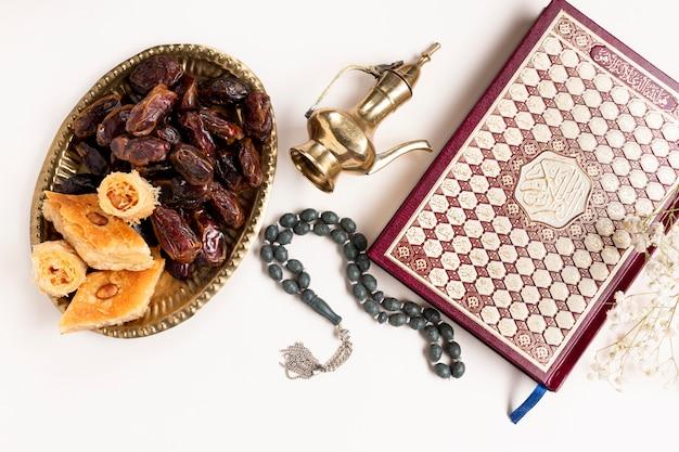 Vue de dessus nouvel an éléments traditionnels islamiques