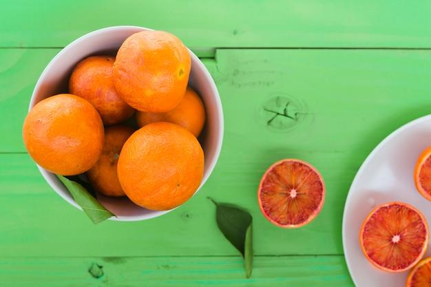 Vue de dessus des oranges dans un bol