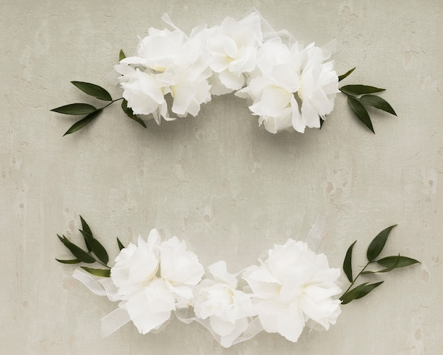 Vue de dessus des ornements floraux pour le mariage