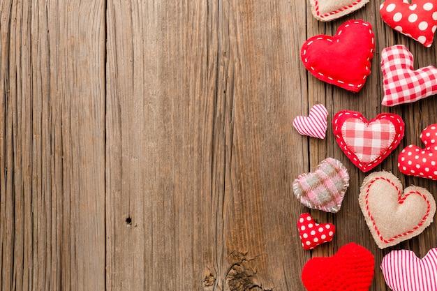 Vue de dessus des ornements pour la saint-valentin