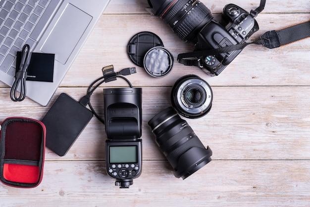 Vue de dessus des outils de photographie numérique
