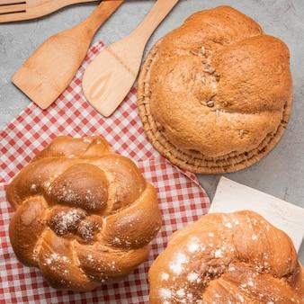 Vue de dessus de pain sucré fait maison