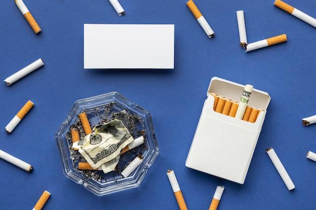Vue de dessus pas de composition des éléments de la journée du tabac