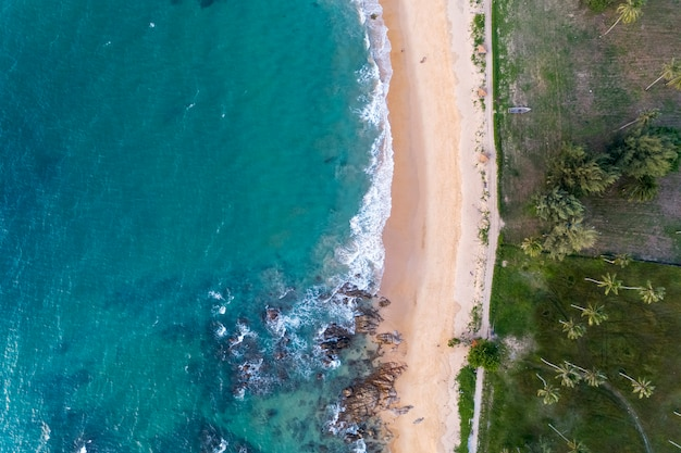 Vue de dessus paysage de belle mer tropicale en été
