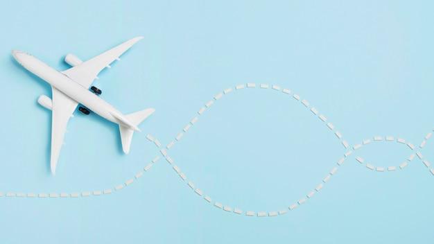 Vue de dessus petit avion avec copie-espace