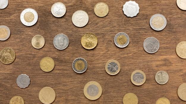 Vue de dessus des pièces en euros