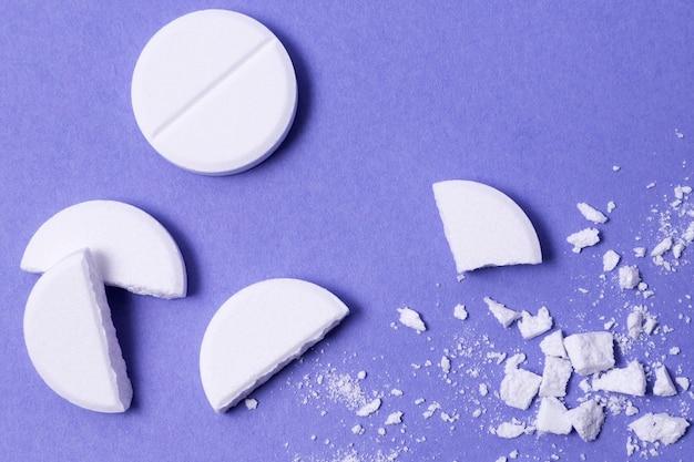 Vue de dessus pilules pilées