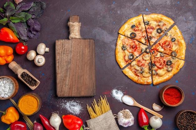 Vue de dessus pizza aux champignons tranchés pâte délicieuse sur une surface sombre repas de pâte alimentaire italien cuire au four