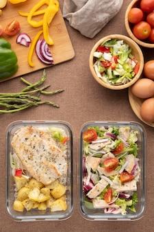 Vue de dessus sur la planification des aliments et des repas nutritionnels