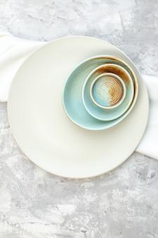 Vue de dessus plaque blanche sur fond clair cuisine nourriture couleur repas verre horizontal féminité