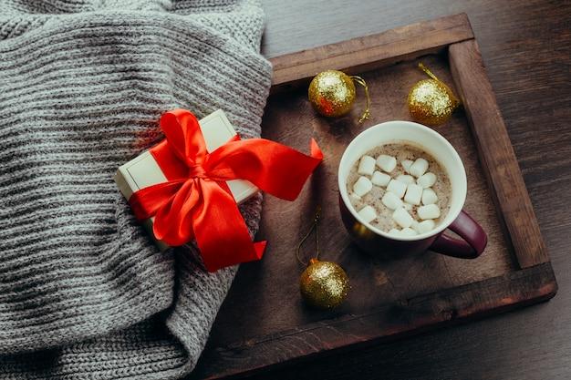 Vue de dessus plat poser confortable vacances carte festive chocolat chaud