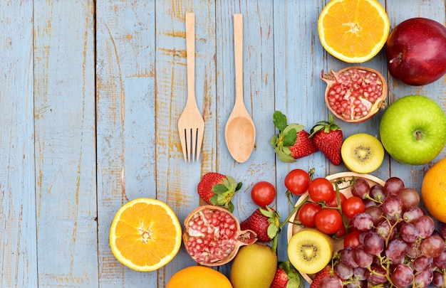 Vue de dessus de plusieurs types de fruits et légumes