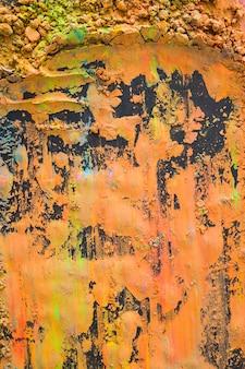 Une vue de dessus d'une poudre de holi orange sur fond