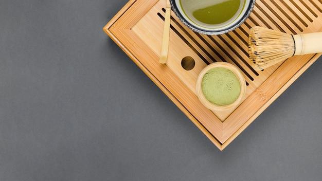 Vue de dessus de la préparation de thé matcha