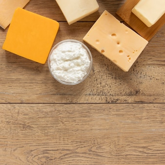 Vue de dessus des produits laitiers avec copie-espace